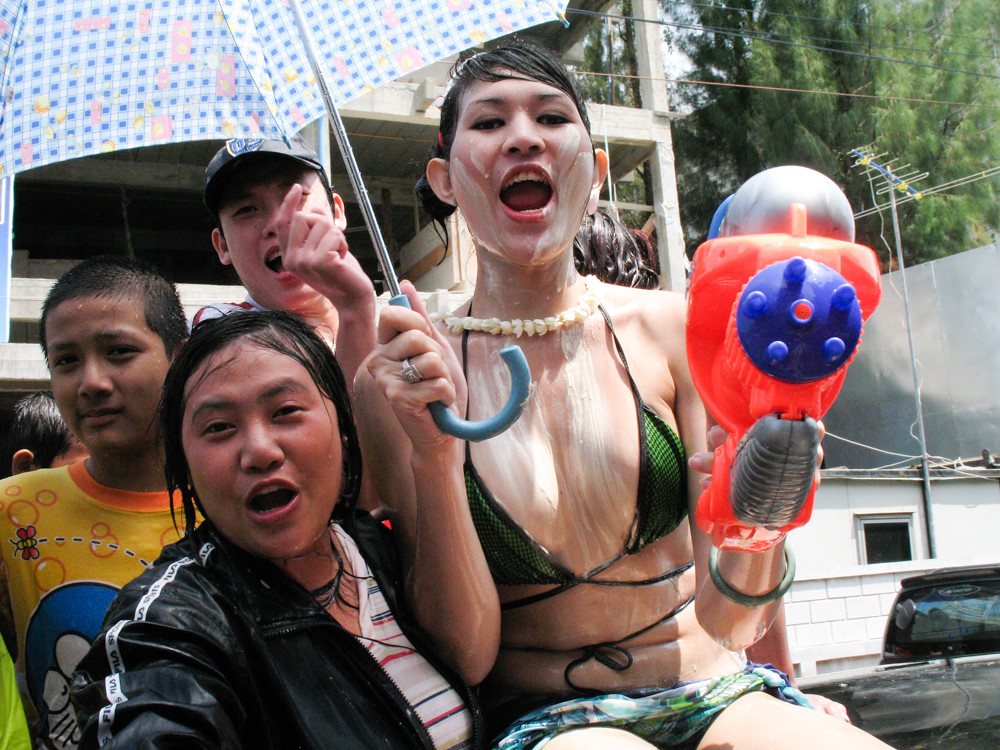 thai girls Pattaya groped bar