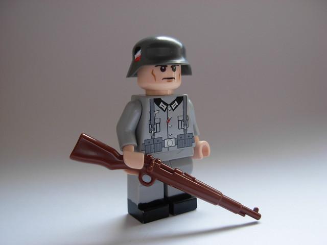 LEGO WWII German Soldi...