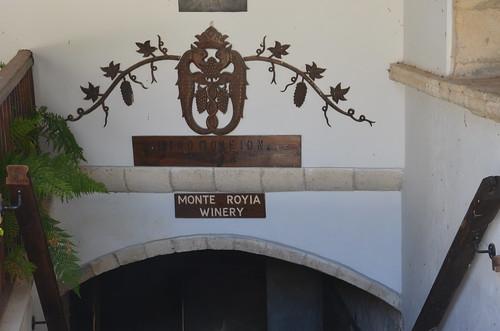 Eingang zum Weinkeller im Kloster