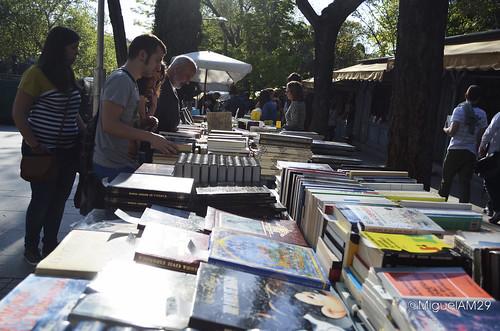 Libros a contraluz en Cuesta de Moyano