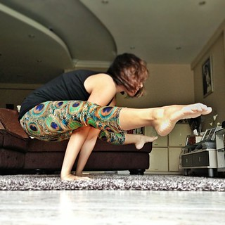 worked on stretching those hammies this morning... #yoga #fireflypose #titibasana #armbalance #yogawithhana #whaddafeeling!