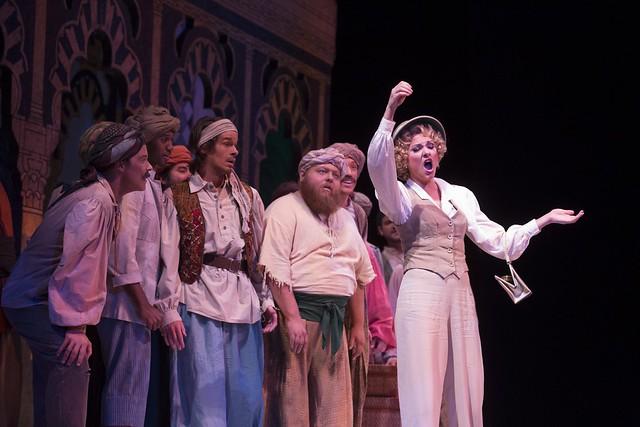 Sandra Piques Eddy in Atlanta Opera's L'Italiana.