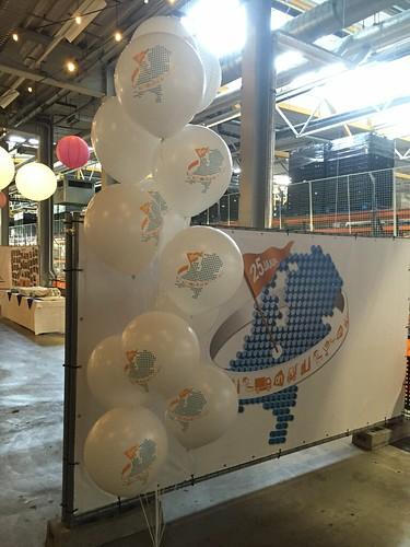 Tafeldecoratie 10ballonnen Gronddecoratie bedrukt 25 jaar Ahold Distributiecentrum Albert Heijn Geldermalsen