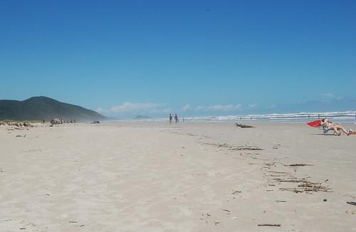 Am Strand ist viel Platz, Sonne, Brandung und Bier