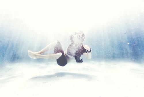 [フリー画像素材] 人物, プール, 水中 ID:201302131800