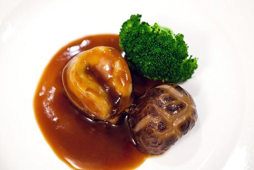 Braised Australian abalone with shiitake mushroom