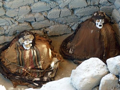 Foto de una de las tumbas del Cementerio de Chauchilla (Perú)