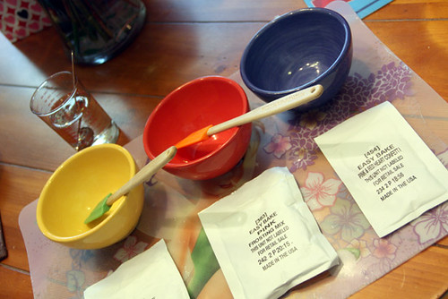 Bowls-Ready-for-Icing-Mixens