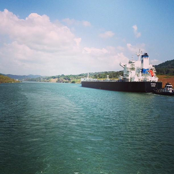 This ship carries grains, sand and fertilizers. #panama #canal