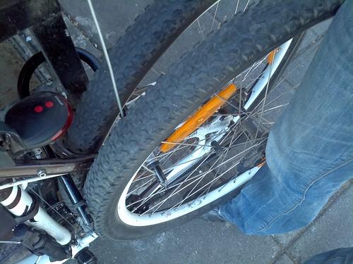 ככה לא נועלים אופניים
