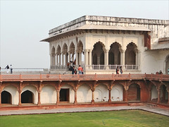 Take ideas from Diwan I Khas - Things to do in Agra