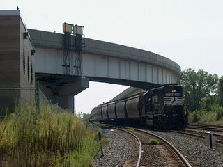 Northbound Norfolk Southern short local freight approaching Brighton Junction.  Chicago Illinois.  September 2006. by Eddie from Chicago