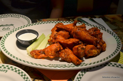Barney's Beanery - Spicy Chicken Wings