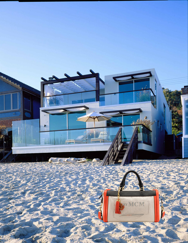 Modern-beach-house-in-Malibu