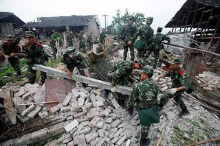地震撕裂中国互联网