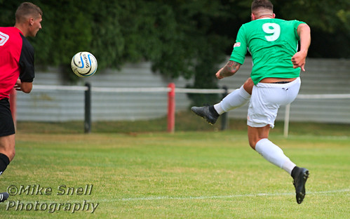 Tring Athletic v Aylesbury United 2016
