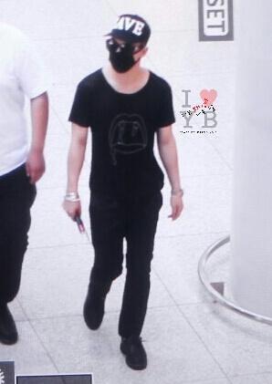 YB Dae GD departure Seoul to Bangkok 2015-07-10 022