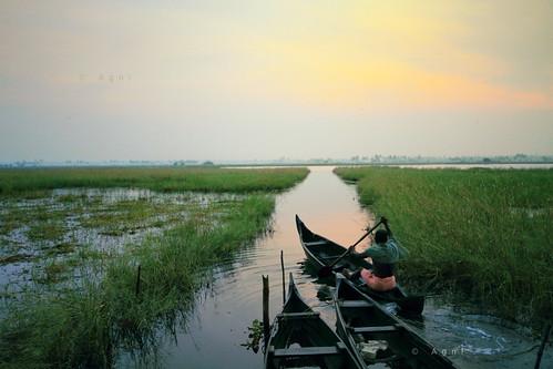 travel india water sunrise boats boat fisherman kerala traveler agni agnimax kadamakkudi