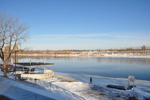 Au bord du fleuve en hiver