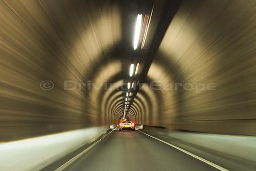 一方通行トンネル