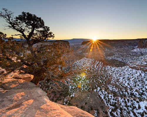 usa sun mountain snow mountains sunrise landscape dawn colorado unitedstates northamerica grandjunction sunstar coloradonationalmonument
