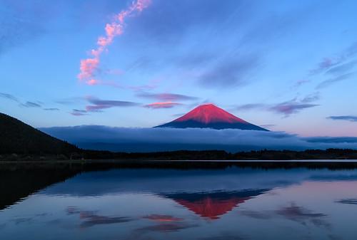 sunset lake reflection water japan clouds day lenticular mtfuji yamanashi fujinomiya shizuokaprefecture redfuji pwpartlycloudy