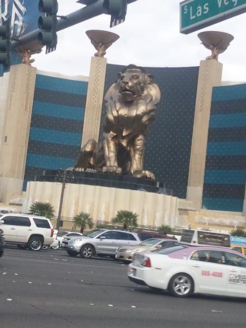 Mgm grand lion statue las vegas flickr photo sharing for Garden statues las vegas nv