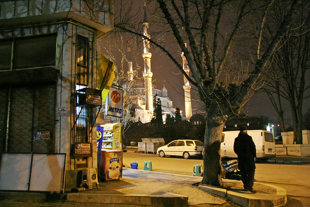 Selimiye Mosque from the street at night, Edirne, Turkey エディルネ、通りから見た夜のセリミエ・モスク