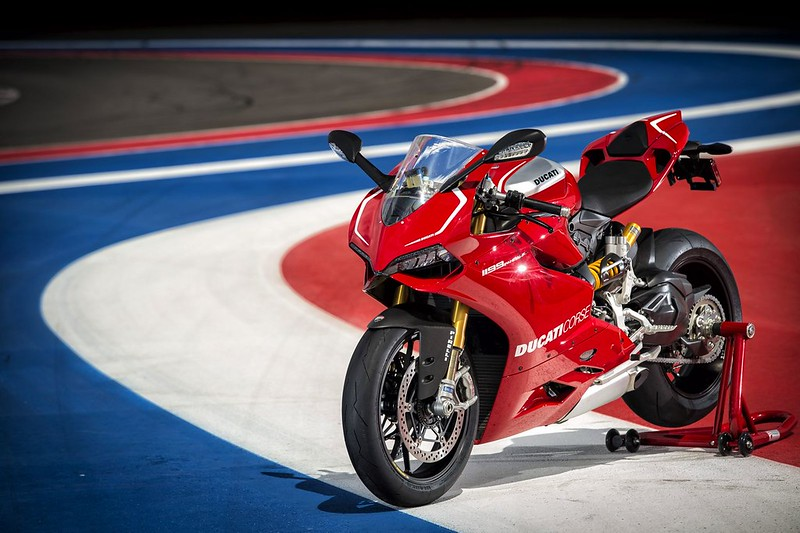 2013-ducati-1199-panigale-r-official-pictures-photo-gallery_13