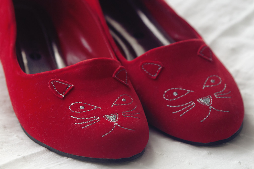red cat shoes