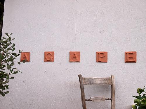 アガペカフェの看板
