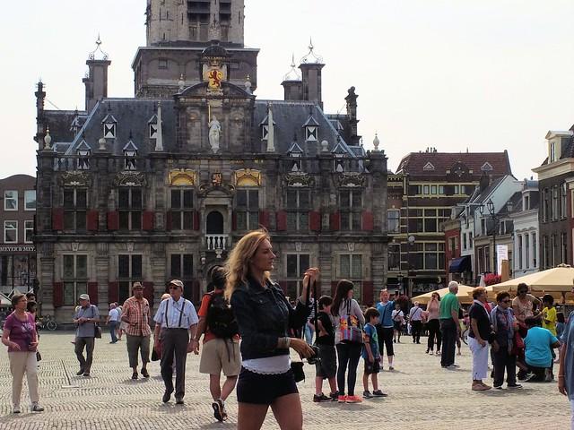 toeristen op de Markt in Delft