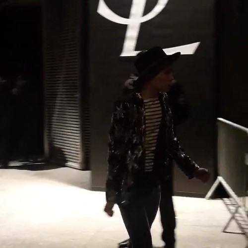 G-Dragon - Saint Laurent Fashion Show - 25jan2015 - oliviapwoo - 4