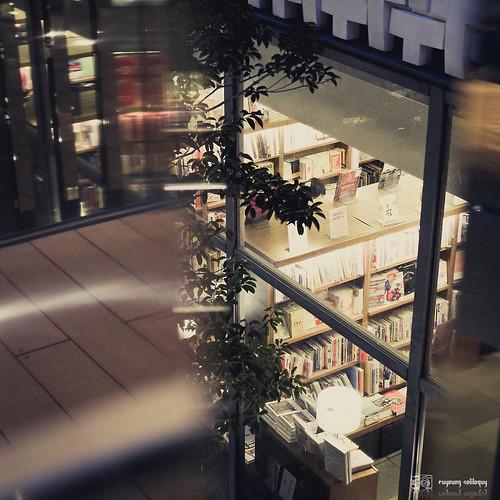 #5 華燈初上,鳶屋書店