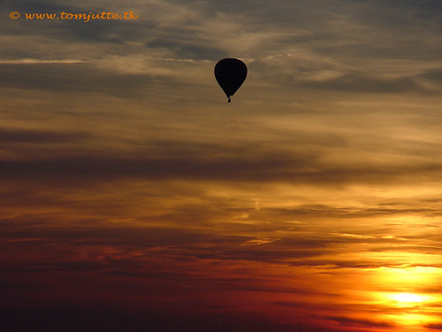 travel sunset sky hot holland netherlands colors dutch one 1 zonsondergang europe view you sony air ballon balloon nederland cybershot potd explore thank national views million geographic luchtballon zeist webshots f505 miljoen