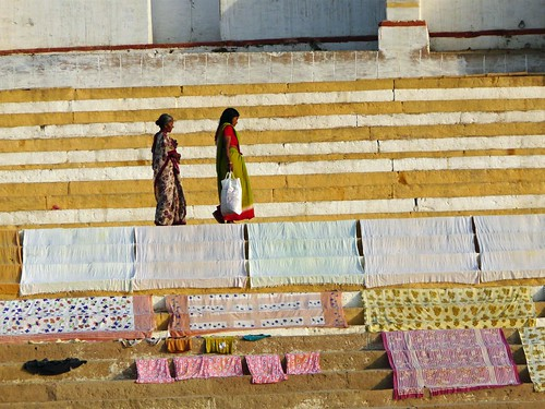 Saris secándose al Sol en Benarés (Varanasi, India)