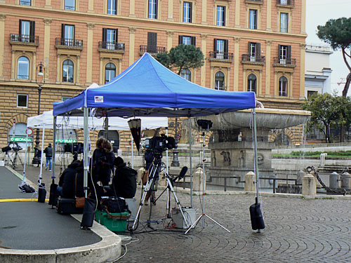 journalistes piazza del viminale.jpg
