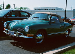 automobile(1.0), automotive exterior(1.0), vehicle(1.0), mid-size car(1.0), compact car(1.0), antique car(1.0), sedan(1.0), classic car(1.0), vintage car(1.0), land vehicle(1.0), volkswagen karmann ghia(1.0), sports car(1.0), motor vehicle(1.0),