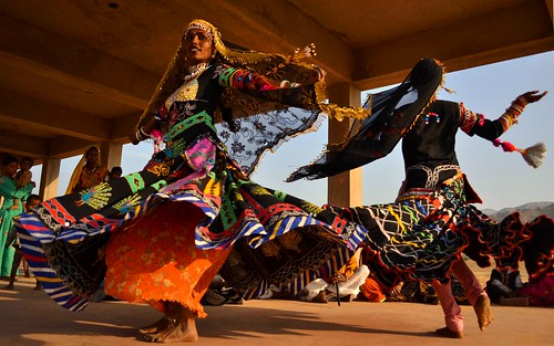 Spinning Kalbelia: Rakhi & Leala (Part 1) - Pushkar Mela