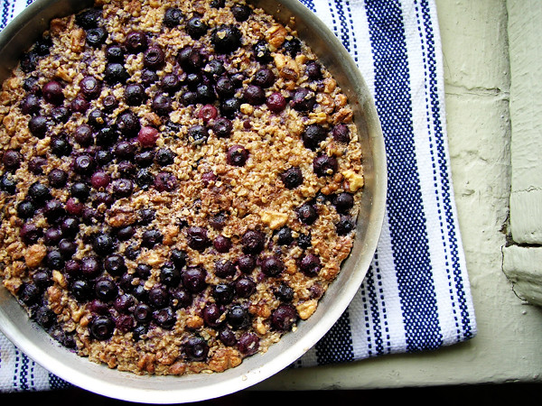 baked oatmeal with blueberries and walnuts