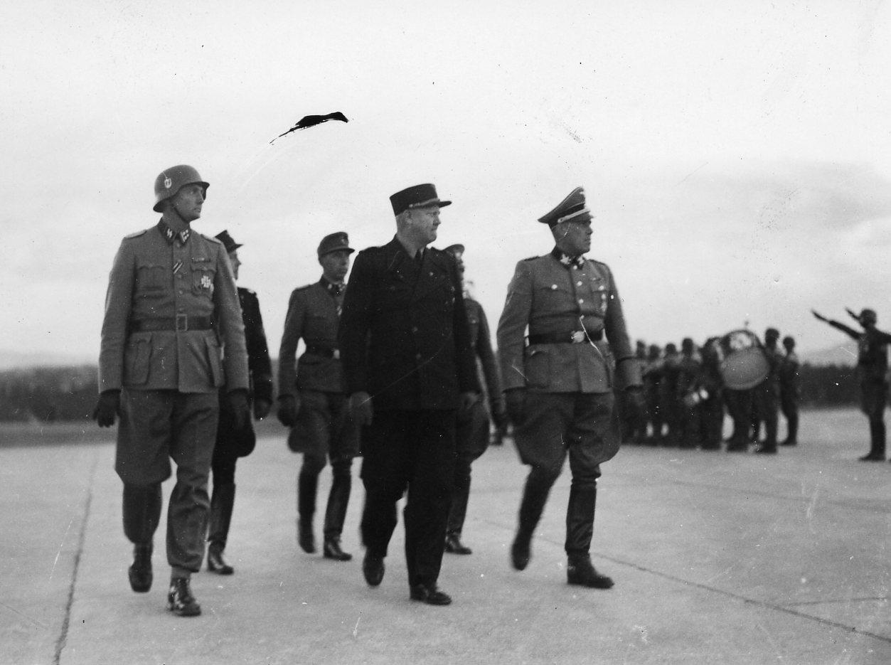 Ministerpresident Quisling ankommer til Fornebo 1942/05/14 (?)