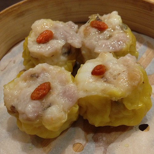 Steamed Pork Dumpling with Shrimp & a wolfberry on top. #love 鲜虾烧卖皇 #dimsum