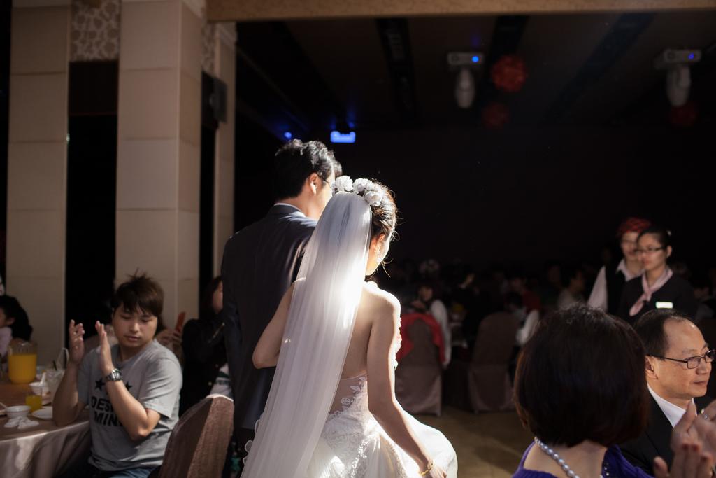 【婚禮紀錄∣拍照】新莊婚攝 國存+雅莉 新農園餐廳