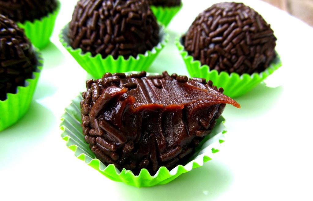 Brigadeiro cremoso de chocolate meio amargo