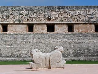 Plataforma de jaguares en Uxmal (México)