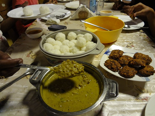 Masala Vada, Kadala Curry with Kadambuttu