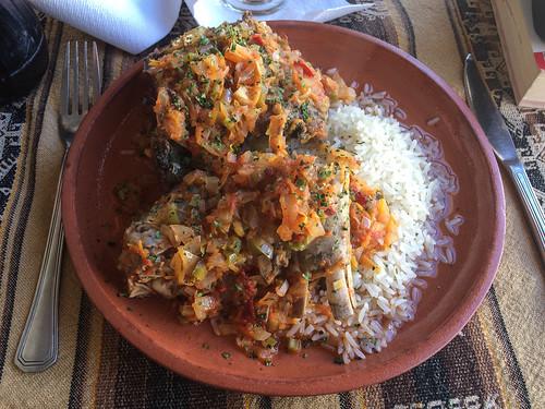 Humahuaca: un estofado mixto, composé d'un morceau de chevreau et d'un morceau de lama. Pas mauvais du tout !
