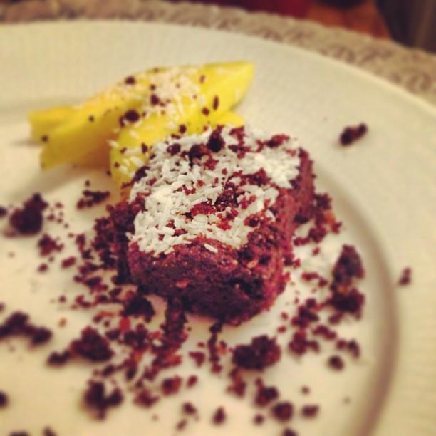 I kväll kommer min killes recept på Paleo brownies upp på bloggen! Han bakade dessa till min födelsedag och det var hans allra första paleo-experiment i köket!  Förbered er på ett lite annorlunda recept, han har exempelvis använt hela 400 g mandelsmör til