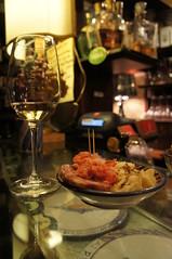 vino bianco e cichetti veneziani - osteria enoteca I Rusteghi