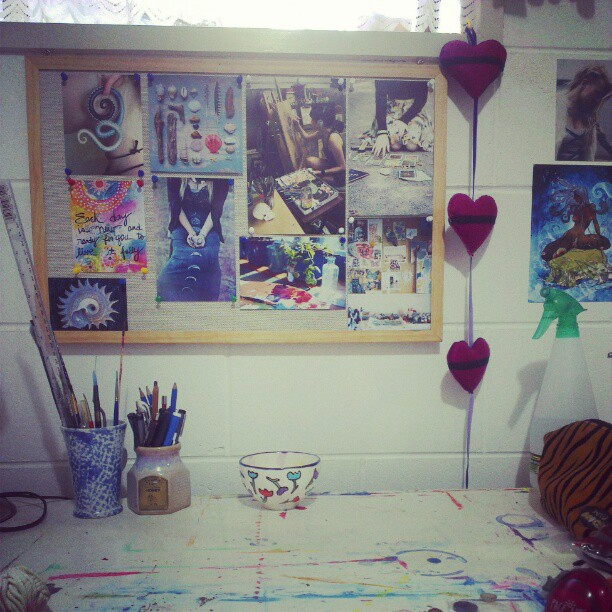 Half way through setting up my desk. I love my pinboard inspiration :) I feel like I can create anything and everything #creative #workspace #art #inspiration #pinboard